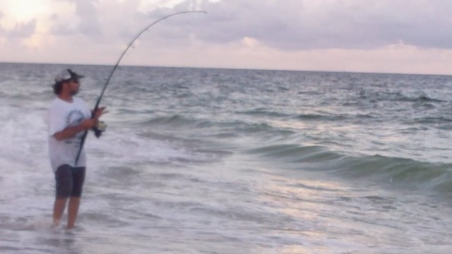 EXTREME Mullet Run Beach Fishing – 2014 Happy Bait