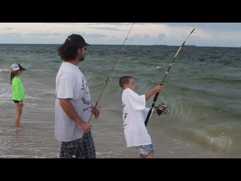 Awesome Beach Fishing – Kid Catches Big Fish During Happy Bait Mullet Run